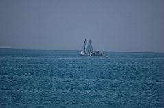 L'invito agli incoscienti di spostare la barca dal percorso di gara