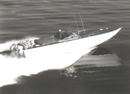 Foto storiche scafo contrabbandiero inseguito da GdiF
