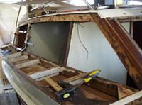Fase restauro barca: cabina a dritta smontata