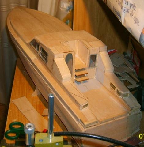 Modellismo navale una motovedetta della guardia di finanza for Piani di cabina fai da te