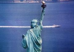 Virgin Atlantic Challenger II e la Statua della Libertà
