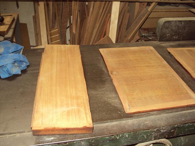 Carteggiatura porte in mogano prima della verniciatura